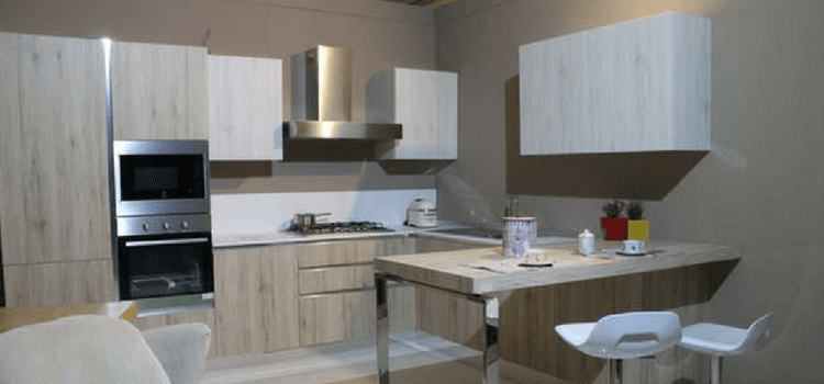 Cleaning kitchen professionally